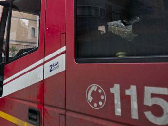 Roma, donna si lancia nel Tevere: la salva uno straniero