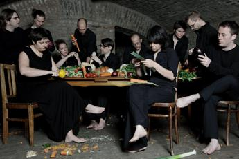 Porri, cipolle, sedano e carote, in scena a Como 'The vegetable orchestra' /Video