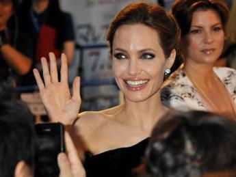 Angelina Jolie 'shock': Ho tolto le ovaie per il rischio di ammalarmi di tumore