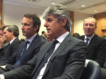 Telecom, confronto Patuano-Vivendi: fiducia ma serve una svolta
