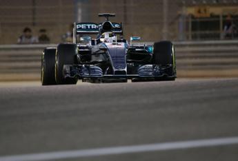 Gp Bahrain, vittoria di Hamilton davanti a Raikkonen e Rosberg