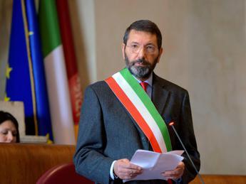 Roma, Marino accetta la scorta disposta dalla Prefettura