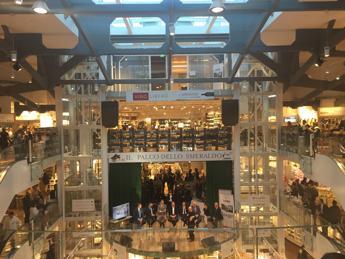 <p>Eataly sbarca a San Paolo (nella foto AdnKronos, il negozio di Milano).</p>