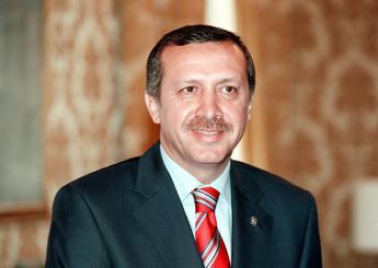Il genero di Erdogan candidato alle elezioni, è l'astro nascente dell'Akp