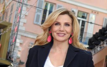 Lorella Cuccarini: Torno in tv con 'Trenta ore per la vita' ma sto meglio a teatro /Video