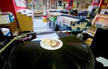 Risultati immagini per migliori negozi dischi in italia
