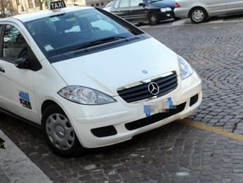 Anziano aggredito a Roma, denunciato tassista