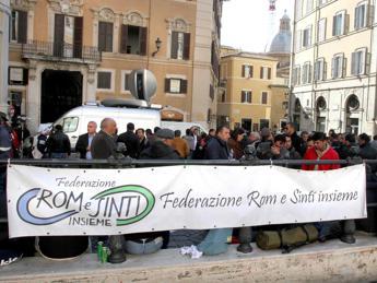 In Italia 180mila rom e sinti. Il 50% ha la cittadinanza, 40mila vivono nei 'campi'