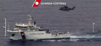Tragedia al largo della Libia, affonda barcone: si temono 700 morti /Video Renzi: Subito vertice Ue straordinario. Da alcuni polemiche inqualificabili/Video
