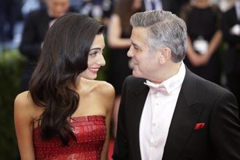 George Clooney: Con Amal mai lontani più di una settimana. Per i figli, dateci una chance