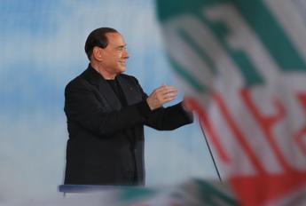 Boom di follower per Berlusconi su Instagram, effetto Dudù