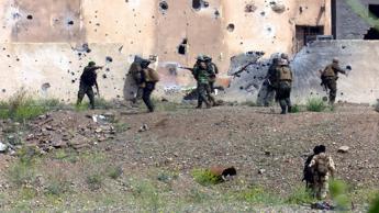Siria, 600 persone prese in ostaggio dai miliziani dell'Is