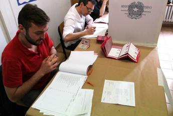 Countdown per il voto, Civati e Sel contro Renzi: