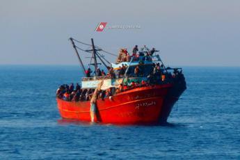 Migranti, approvata agenda Ue: