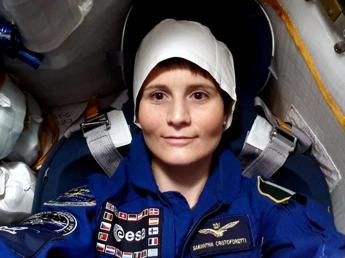 Rinviato rientro Samantha. L'astronauta: Felice di rimanere nello spazio