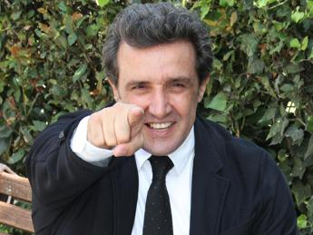 La polemica, Flavio Insinna: Ricci impara a perdere e fatti gli affari tuoi