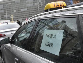 Taxi, Tribunale Milano blocca servizio Uber-Pop:
