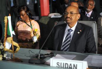 Sudan, Bashir sarà consegnato all'Aja per crimini guerra