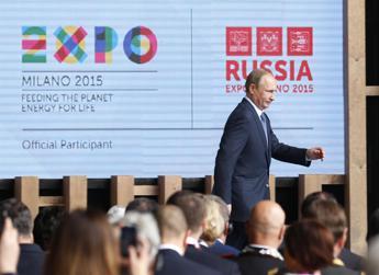 La strana camminata di Putin? Non è spia di malattia, ma la 'postura del pistolero' /Guarda