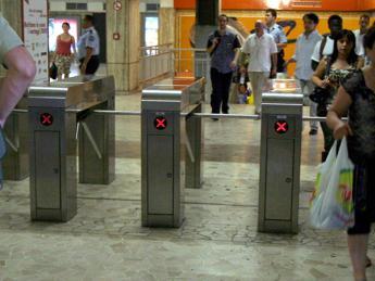 Roma, addetta biglietteria aggredita da un passeggero in stazione metro