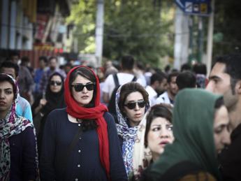 Iran, troppi single e divorziati: Teheran crea sito ufficiale di incontri