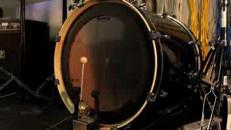 Le bobine Tesla suonano tamburo e basso