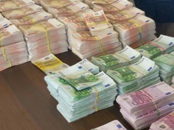 Calcio trovati 100mila euro in controsoffitto casa - Soldi contanti a casa ...