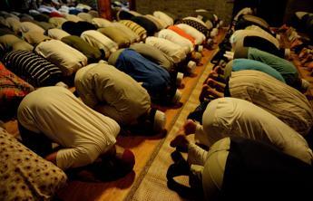 Al via il Ramadan, alla Mecca attesi milioni di fedeli