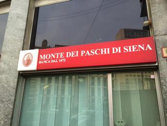 6818857127 Borsa Milano chiude in calo in scia Wall Street, corre Mps