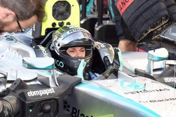 Rosberg in pole anche ad Abu Dhabi, Vettel sbaglia e parte dalle retrovie