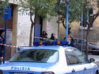 Torino, sgombero palazzo occupato: in 4 sul tetto