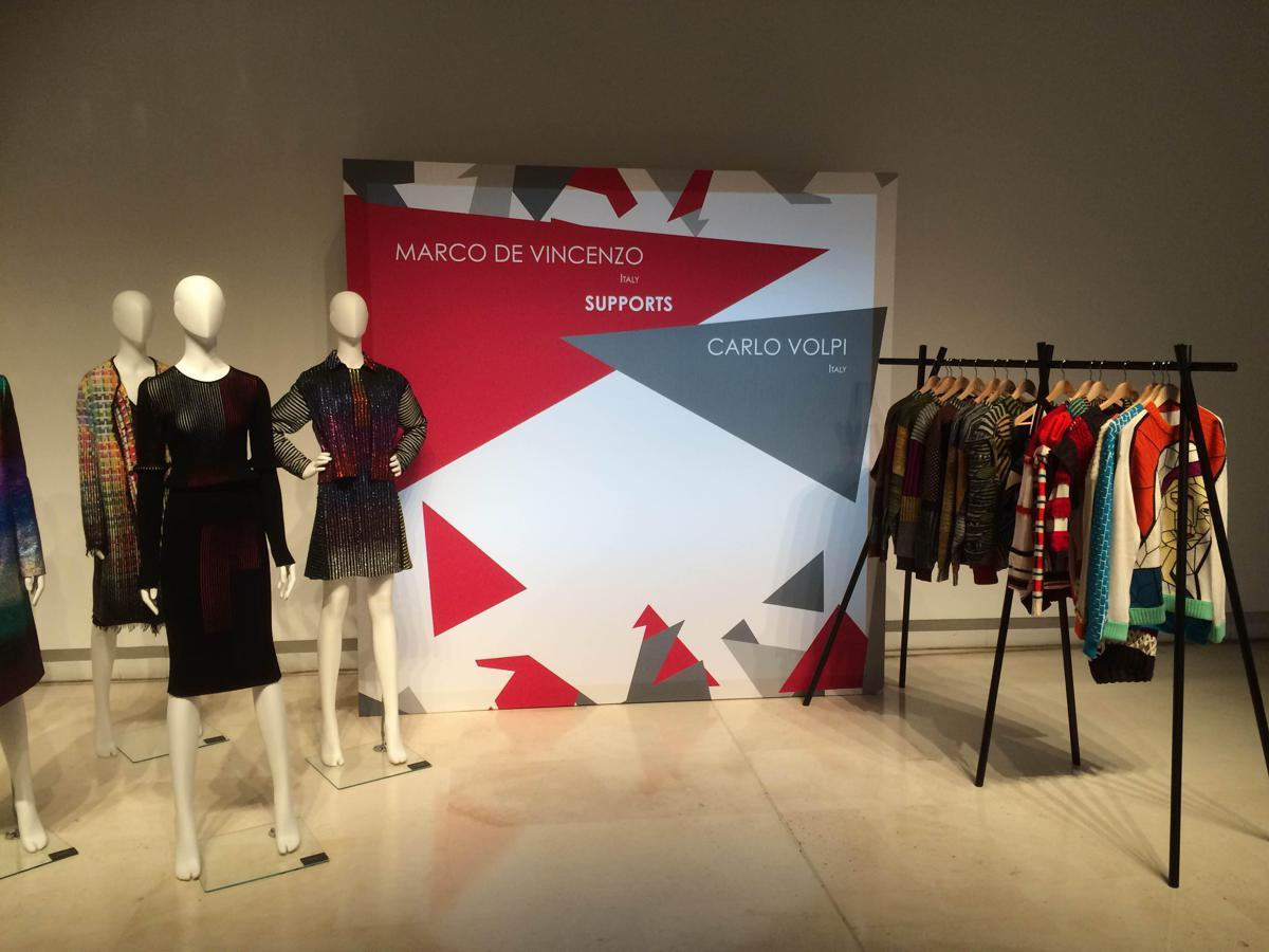 Le ModaAl '5 Designer Di Successo 5'I Nuove Leve Via Sostengono deBoxC