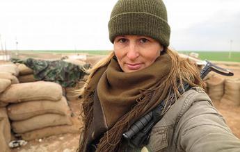 Tiger Sun, ecco l'ex modella andata a combattere l'Isis /Foto