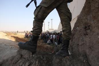 Video choc dell'Is, soldati siriani giustiziati da ragazzini
