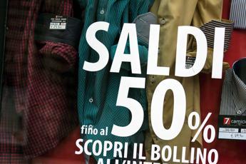 Al via i saldi, sconti sopra il 40% in 1 negozio su 2 /Infografica