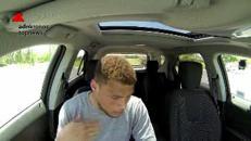 Chiuso in auto sotto il sole per amore degli animali