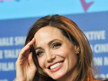 Angelina Jolie scrive e dirige per Netflix dramma sui Khmer Rossi