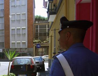 Orrore a Napoli, maltratta la moglie e tortura il figlio con scariche elettriche