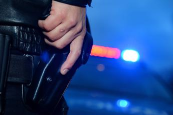 Torino, 30enne punta pistola con colpo in canna contro carabinieri: