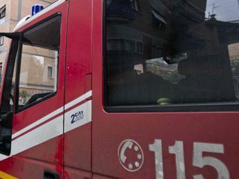 Roma, incendio nel centro di accoglienza di viale Castrense