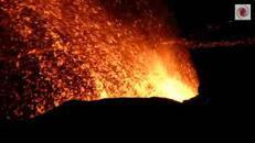 Il vulcano Piton dà spettacolo