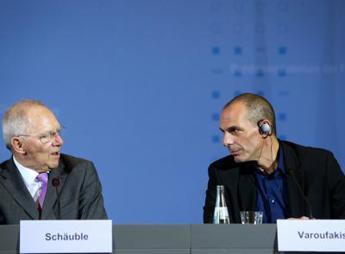 Grecia, Varoufakis avverte Roma e Parigi: Schaeuble vuole imporvi la Troika