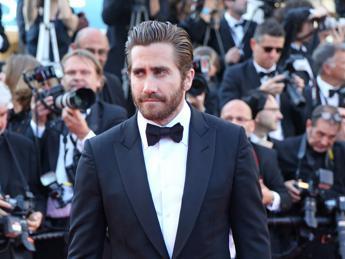 Jake Gyllenhaal e Johnny Depp aprono la parata di star al Lido per Venezia 72