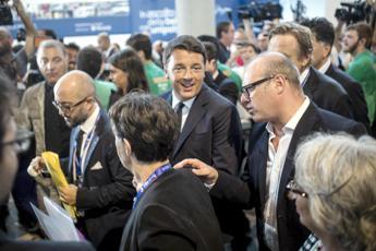 Renzi rilancia: Nel 2016 via Tasi e Imu per tutti Tensione all'Aquila/Video