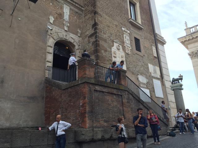Roma, Raggi al lavoro su nuove nomine. E lunedì arriva Grillo
