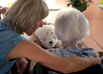 L'Alzheimer si scopre sotto Natale, boom di chiamate alle associazioni
