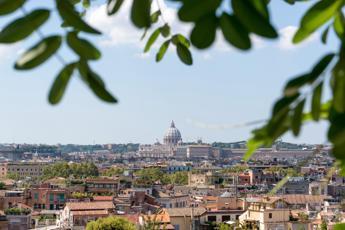 L'albergo dei Padri Trinitari: Noi paghiamo l'Imu, d'accordo col Papa