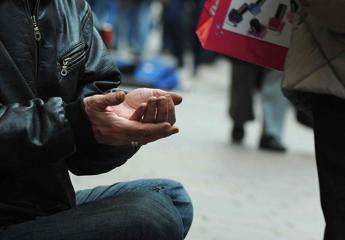 Europa 'ricchi e poveri': 342 miliardari e 123 milioni a rischio povertà