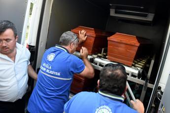Addio Aylan, il bimbo è stato sepolto a Kobane con mamma e fratellino
