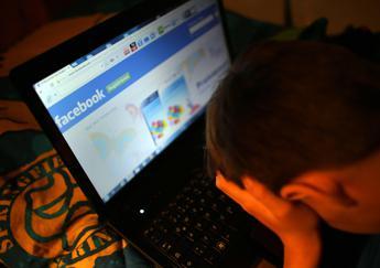 Dall'anoressia al suicidio, giovani sempre più indifesi contro le 'trappole' del web